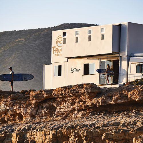 Afbeelding van Op reis in een surfhotel op wielen