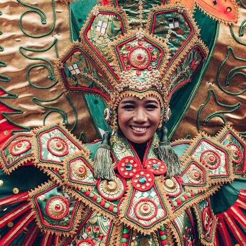 Afbeelding van De bizar mooie kostuums van het Ati-Atihan festival