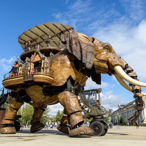 Afbeelding van Bizarre kunstinstallaties maken deze groene Franse stad een speeltuin